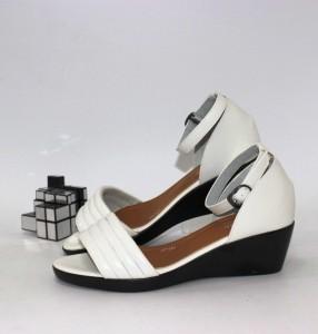 """Купити босоніжки повсякденні Vika p-110947. Взуття в роздріб - """"Перший взуттєвий"""""""